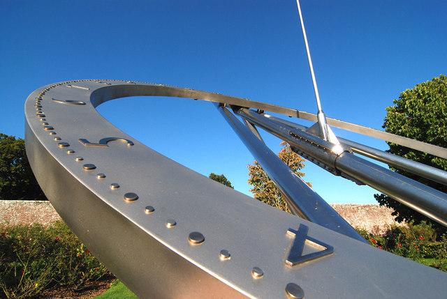 Reclining Equiangular Sundial