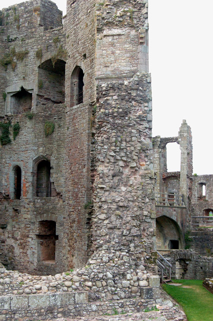 Thick walls, Great Tower, Raglan Castle