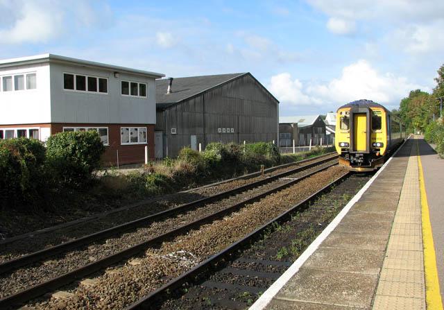 Train approaching Brundall railway station