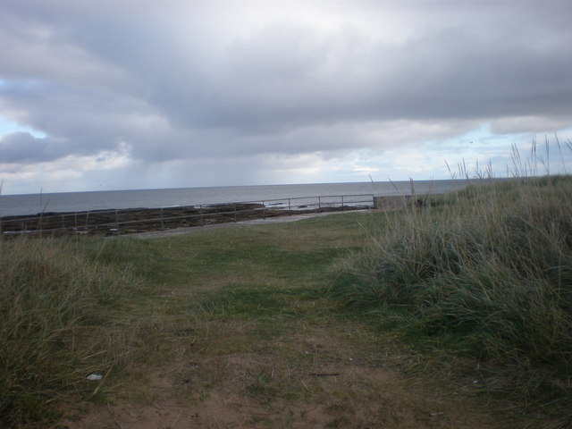 Path to Embo pier and sea wall