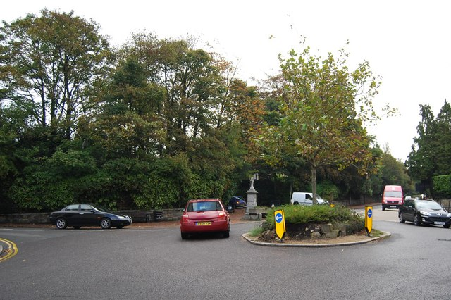 Roundabout at the end of Calverley Rd