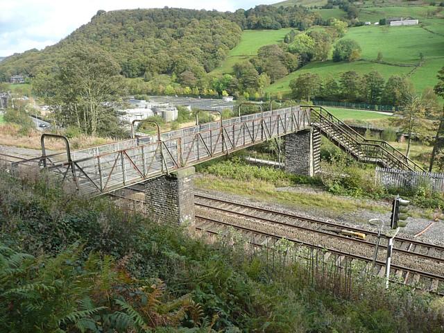 Footbridge over the railway, Eastwood, Stansfield