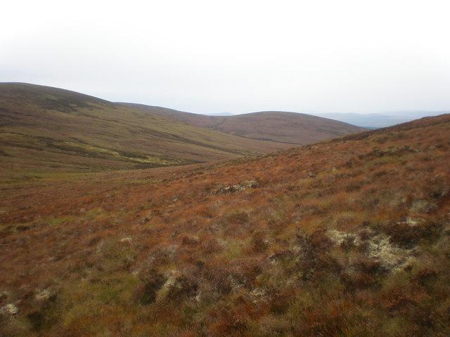 Looking north from near the Cnoc Muigh-bhlàraidh-Beinn nan Oighrean Bealach