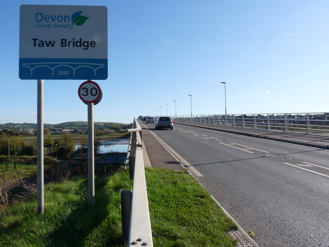 Another view of the well photographed Taw Bridge