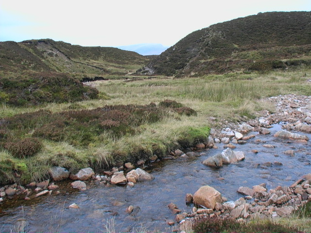 The Allt Glas Choire bends from peat hag to moraine east of  Meall Buidhe