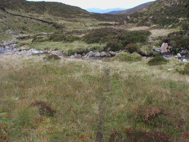 Deer tracks through the meanders of the Allt Glas Choire east of  Meall Buidhe