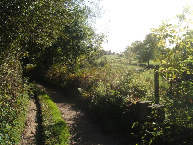 Clough Lane and footpath
