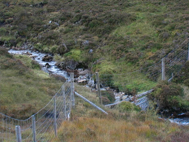 Forest fence crossing Allt Easan Stalcair