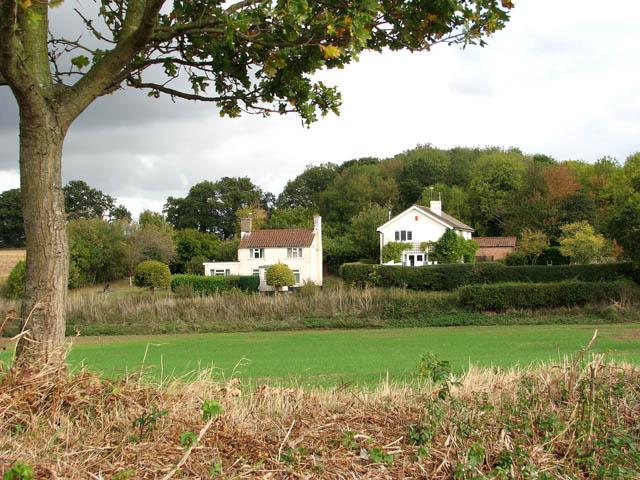 Houses beside Easthill Lane