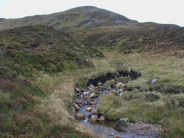 Burn draining coire between Meall Buidhe and Garbh Meall