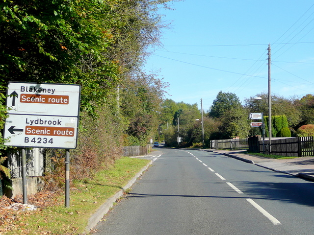 Choice of scenic routes at Parkend