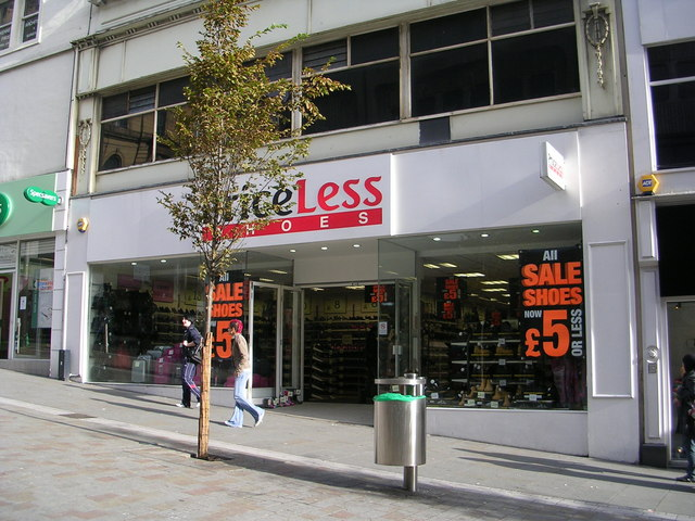 PriceLess Shoes - Darley Street