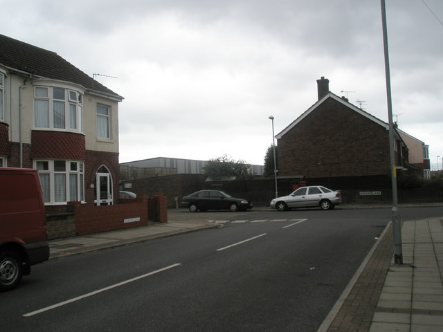 Approaching the junction of Devon Road and Green Lane