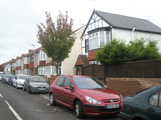 Houses in Gatcombe Avenue