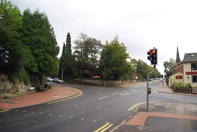 Traffic lights at the end of Calverley Rd