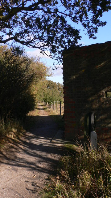 Path between Hayling Billy Coastal Path and West Lane