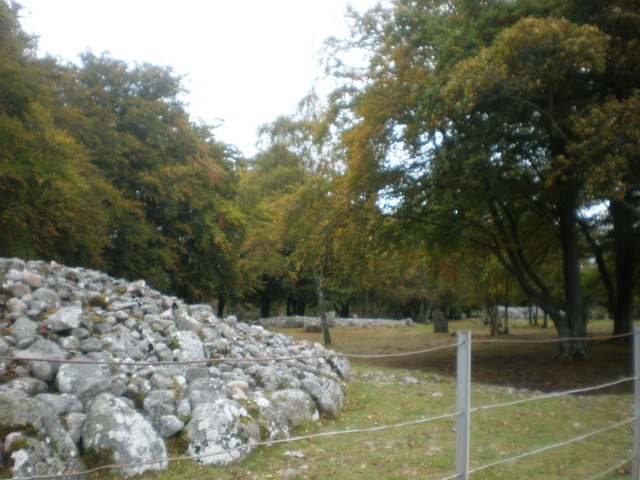 Chambered Cairns and Standing Stones at Balnuarin