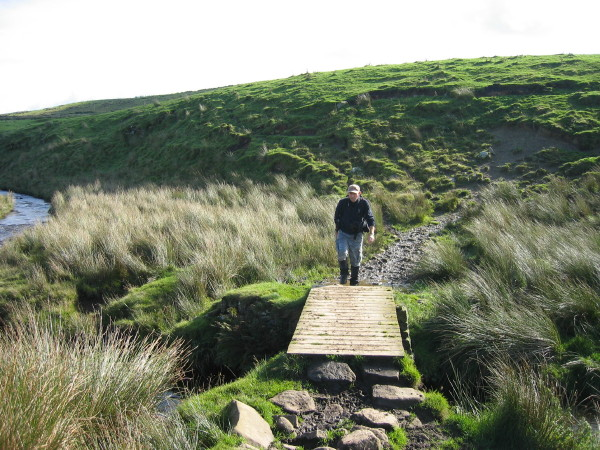 Footbridge over the Caw Burn
