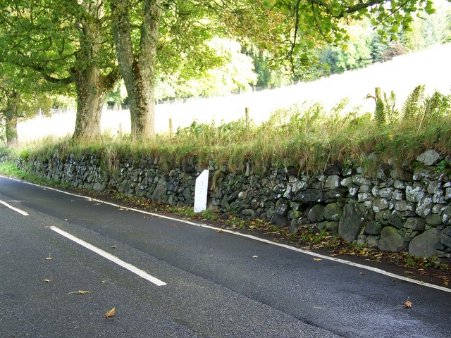 Milepost near Ballintuim