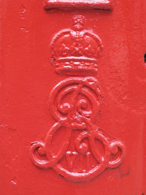 Edward VII postbox, Lissenden Gardens, NW5 - royal cipher