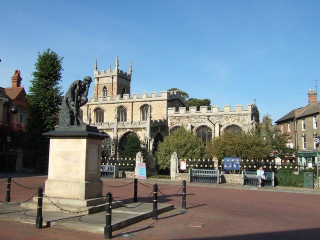Church and war memorial in Huntingdon
