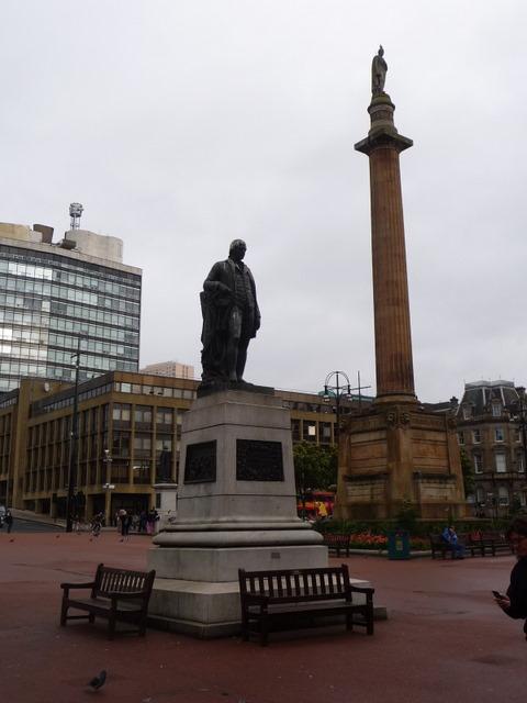 Glasgow: Robert Burns statue in George Square