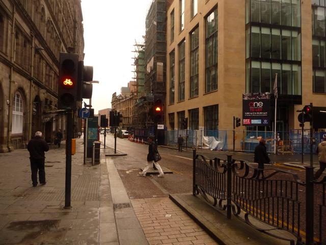 Glasgow: traffic lights for bikes in Hope Street