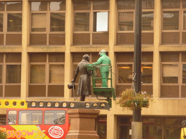 Glasgow: bronze man meets green man