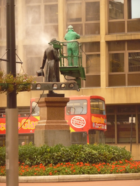 Glasgow: cleaning time for George Square statues