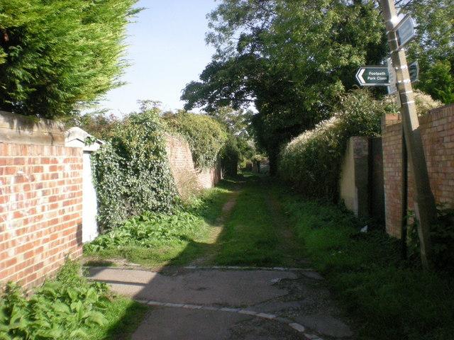 Bridlepath parallels Grosvenor Avenue
