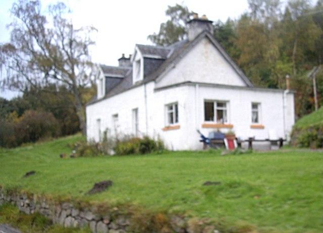 Cottage by A831 near Struy
