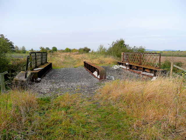 The top of the Little Buckland railway bridge