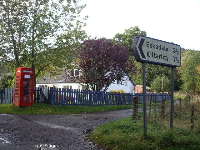 Road junction in Struy