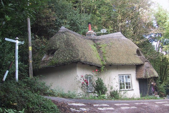 Thatched cottage by Cove Bridge