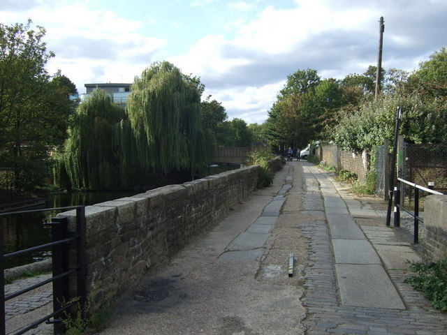 Footpath link to Old Ford Road