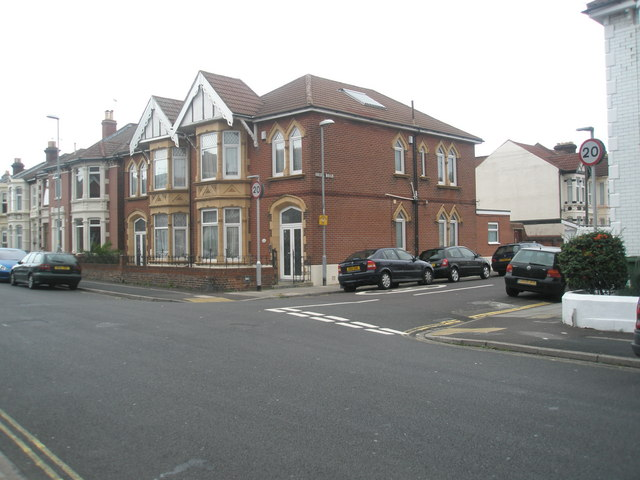 Junction of   Gladys Avenue and Oriel Road