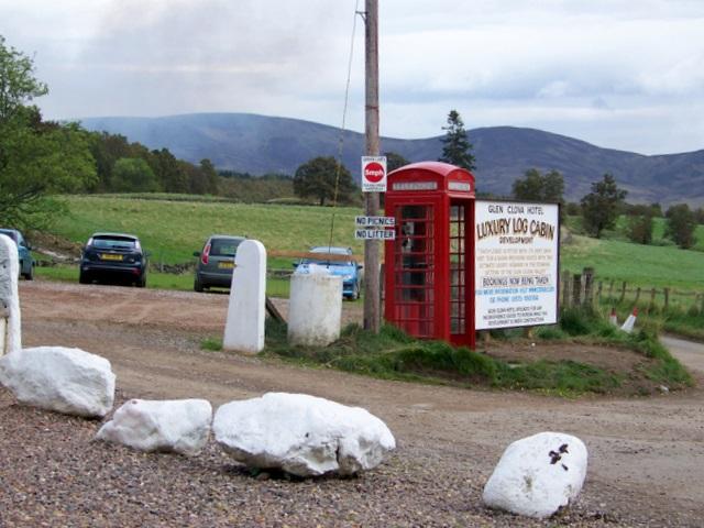 Telephone box, Clova
