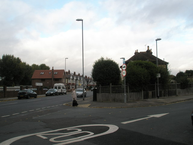 Junction of Northern Parade and Hartley Road
