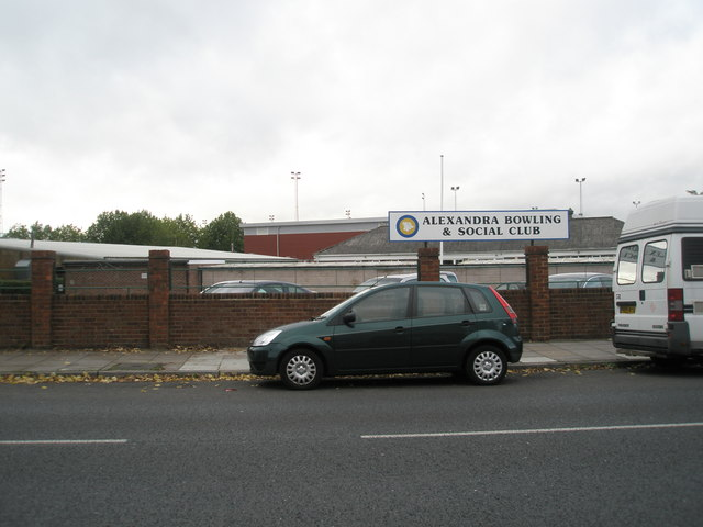 Looking across Northern Parade towards Alexandra Bowls Club