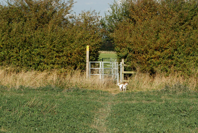 Footpath waymark and kissing gate north of Priors Marston