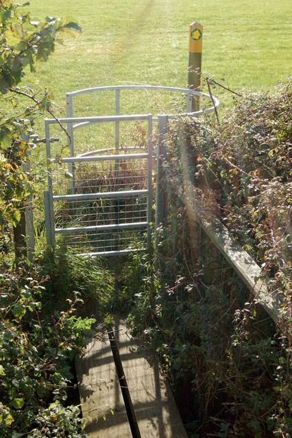 Waymark, gate and plank bridge north of Priors Marston