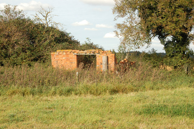 Remains of a small barn near Northfields Farm