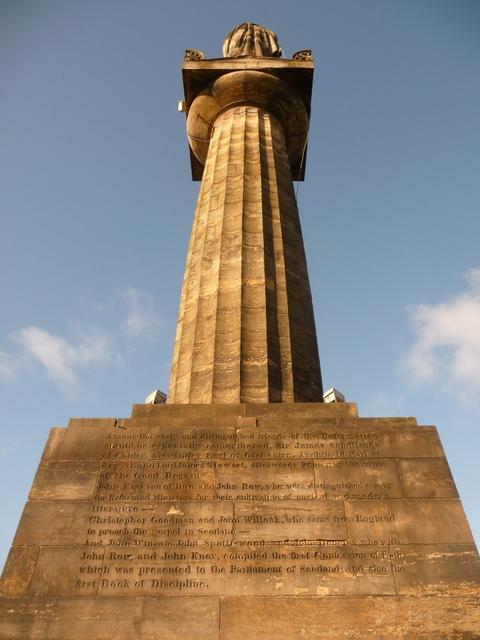 Glasgow: looking up the John Knox memorial