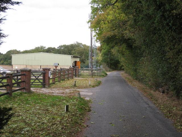 Narrow lane & barn