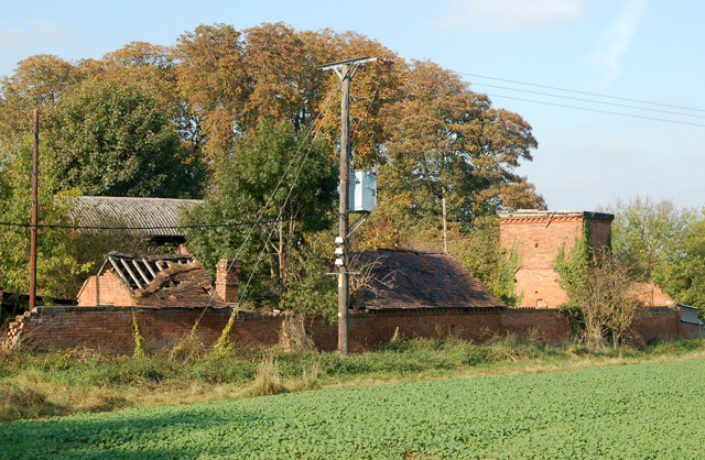 Derelict buildings north of Hunningham