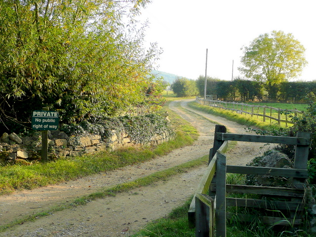 Private track to Groveleys