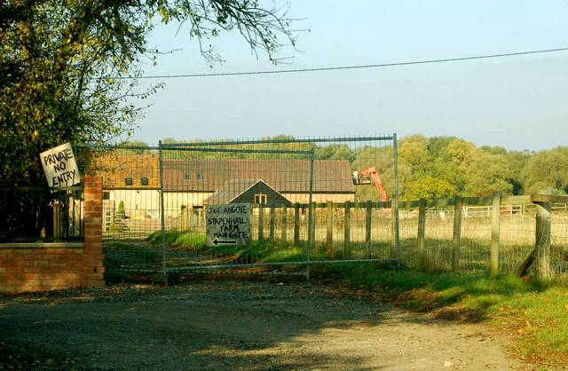 """""""Private No Entry"""" to Stapenhall Farm"""