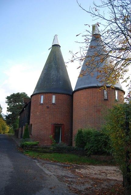 Home Farm oast house, Nizels Lane