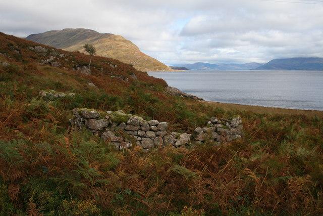 Ruin near Camas a'Chaiginn