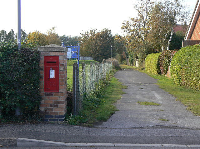 Postbox, Hoveringham (ref NG14 318)